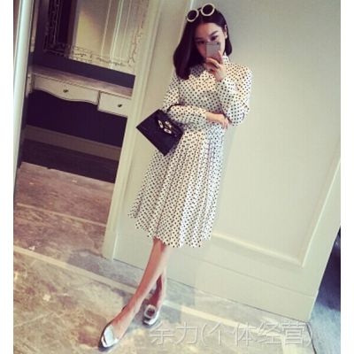 小银子2014冬装新款韩版气质设计领百褶裙摆长袖波点连衣裙Q12326